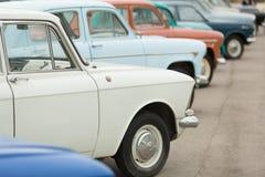 Взгляд со стороны на автомобилях в выставке Стоковое Изображение RF
