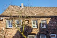 Дом красного кирпича взгляда со стороны Стоковые Фото