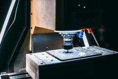 Взгляд со стороны работы филировальной машины CNC Стоковое фото RF