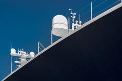 Взгляд со стороны роскошной яхты на голубом небе Стоковые Фото