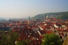 Взгляд старого городка Праги - крыш красного цвета Стоковые Изображения