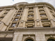 Взгляд старого фасада arhitecture от квадрата Constitutiei, Бухареста Стоковое Фото