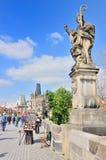 Взгляд статуи и моста Карлова моста Стоковая Фотография