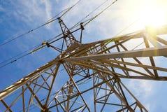 Взгляд структуры под башней передачи энергии стоковые фото