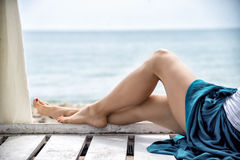 Взгляд славных ног женщины Стоковые Фотографии RF