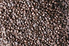 взгляд текстуры кофе фасолей предпосылки равновеликий зажаренный в духовке Стоковое Изображение RF