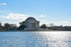 Взгляд Томас Джефферсон мемориальный от озера Вашингтон, США Стоковое Изображение