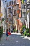 Взгляд торговой улицы в австрийском городе стоковое фото