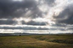 Взгляд луга и облаков стоковая фотография