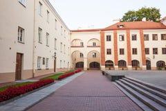 Взгляд университета Вильнюса от двора Sarbievijaus Стоковое фото RF