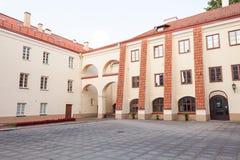 Взгляд университета Вильнюса от двора Sarbievijaus Стоковые Фотографии RF