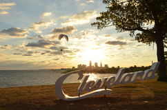 Взгляд утра горизонта, Lake Erie, и параплана Кливленда стоковые изображения