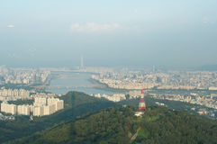 Взгляд улицы города Сеула от верхней части в лете Стоковое Изображение