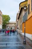 Взгляд улицы государства Ватикан в Риме стоковая фотография rf