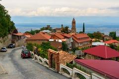 Взгляд улицы и долины Alazani в городе Sighnaghi Грузия Стоковые Изображения