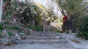 Взгляд улицы красивой деревни Кипра видеоматериал