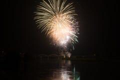 Взгляд фейерверков на озере garda Стоковая Фотография