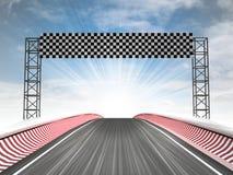 Взгляд финишной черты гонок формулы с небом Стоковые Изображения