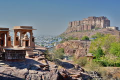Взгляд форта Mehrangarh от Jaswant Thada Джодхпур Раджастхан Индия стоковые изображения