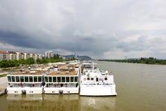 Взгляд фото на Дунае с паромом стоковые изображения
