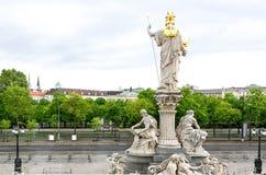 Взгляд фото на улице и статуях ringstrasse стоковые фото