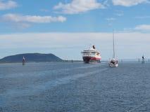 Взгляд фьорда в Норвегии яхта sailing Norwegiantravel Стоковая Фотография