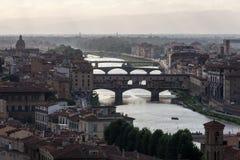 Взгляд Флоренса в свете вечера с мостом Ponte Vecchio Стоковые Изображения RF