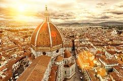 Взгляд Флоренса изумительн del базилики детализировало наземный ориентир maria florence fiore di экстерьера известный большинств  стоковые изображения rf
