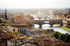Взгляд Флоренса и Ponte Vecchio панорамный, Firenze, Италия Стоковая Фотография RF