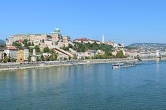 Взгляд холма замка от моста Elisabeth в Будапеште, Венгрии Стоковое фото RF