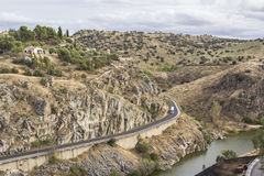Взгляд холмов и реки Тахо на стенах Toledo стоковые изображения rf