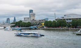Взгляд центра и горизонта Southbank от моста юбилея Стоковое Фото