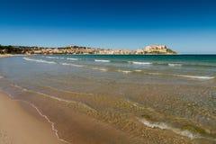 Взгляд цитадели и порт Calvi с другой стороны Calvi преследуют Стоковое Фото
