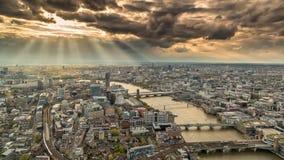Взгляд через горизонт Лондона с унылыми небесами Стоковые Изображения