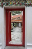 Взгляд через открыть дверь Стоковые Фотографии RF