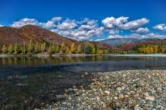 Взгляд широкого реки и холмов Стоковое Изображение RF