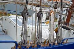 Взгляд шкива или снасти веревочки на паруснике Стоковое фото RF