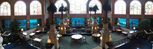 Взгляды лагуны фойе курорта Атлантиды Стоковое фото RF