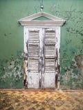 Взгляды вокруг Scharloo - старая краска двери и шелушения Стоковые Фотографии RF