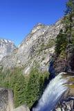 Взгляды вдоль тумана отстают до весеннего падения, Yosemite Стоковое Изображение