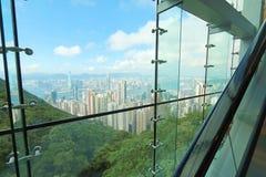 Взгляды Гонконга через стеклянную структуру Стоковые Фото