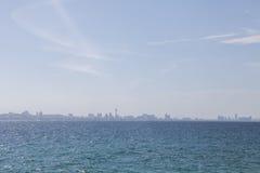 Взгляды города от моря Стоковые Изображения