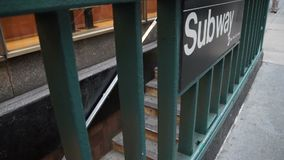 Взгляды лестниц в метро в NYC сток-видео
