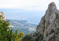 Взгляды моря от высокой горы Стоковые Изображения