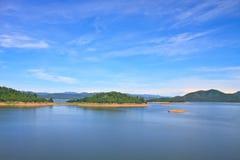 Взгляды над запрудой Kaengkrachan резервуара Стоковое фото RF