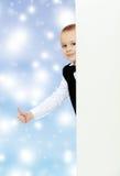 Взгляды украдкой мальчика вне от за знамени Стоковое Изображение