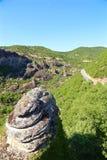 Взгляды Meteora, утесов и долины стоковые изображения