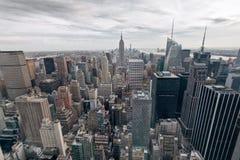 Взгляд Эмпайра Стейта Билдинга и Манхаттана от центра Рокефеллер, Нью-Йорка, США Стоковое Фото