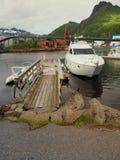 Взгляд яхты в морском пехотинце Норвегии Svolvaer яхта sailing Стоковая Фотография