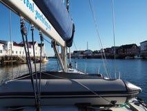 Взгляд яхты в морском пехотинце Норвегии Svolvaer яхта sailing Стоковое Изображение RF
